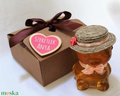 Anyák napi lány mézes maci díszdobozban világos rózsaszín masnival - Meska.hu