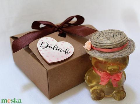 Anyák napi lány mézes maci díszdobozban sötét rózsaszín masnival - Meska.hu