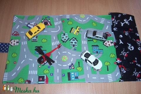 Hordozható autópálya garázzsal autó mintás (textilcseppek) - Meska.hu