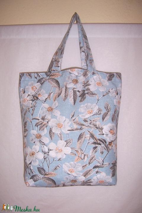 Kék fehér virág mintás táska rövid füllel  (textilcseppek) - Meska.hu