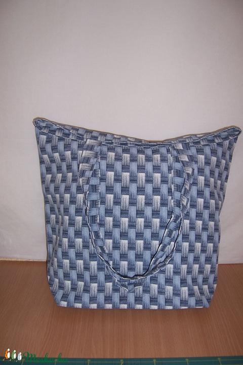 Nagyméretű farmerkék fonott mintás táska  (textilcseppek) - Meska.hu