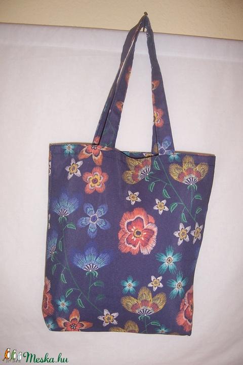 Akció! Kék virág mintás táska  1000,-Ft (textilcseppek) - Meska.hu