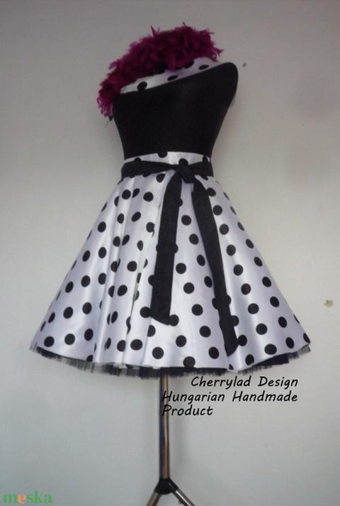 Cherryland Design Fehér alapon fekete Pöttyös Rockabilly szoknya./Alsószoknyával - ruha & divat - női ruha - szoknya - Meska.hu