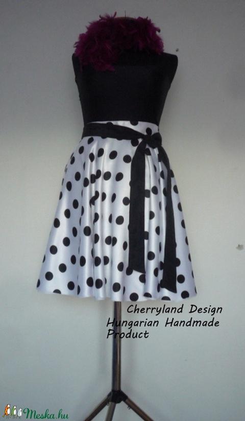 Cherryland Design Fehér alapon fekete pöttyös rockabilly szoknya. - Meska.hu