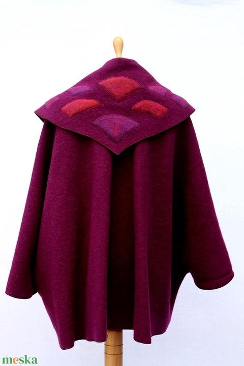 Tiame püspöklila  mintázott poncsó kabátka kitűzővel (tiame) - Meska.hu