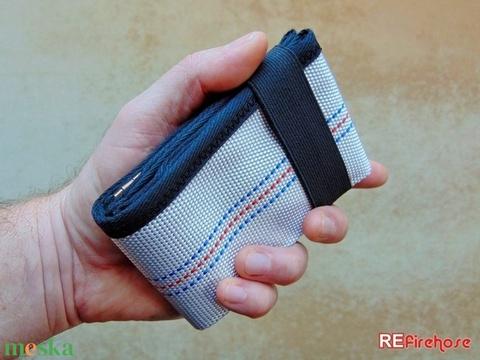 Férfi pénztárca strapabíró tűzoltó tömlőből bankkártya névjegy irattartó hasznos praktikus ajándék férfiaknak férjeknek (Trashman) - Meska.hu