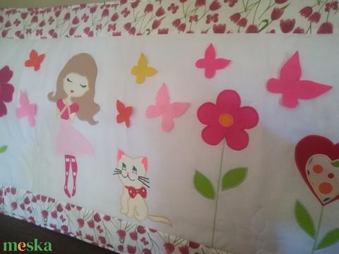 Kislányos, pillangós falvédő  (Trippobeata) - Meska.hu