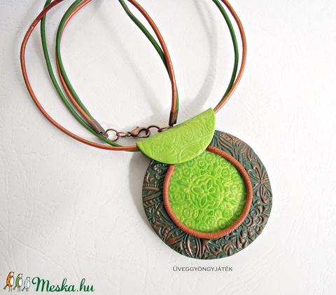 Zöld tó  -  zöld barna medál (uveggyongyjatek) - Meska.hu