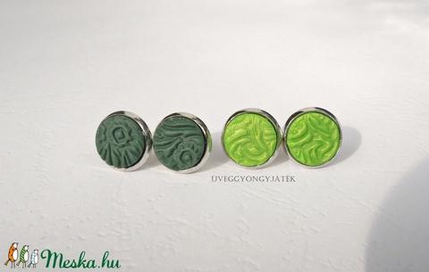 Zöld rét  -  2 pár kis méretű, pötty, beszúrós fülbevaló (uveggyongyjatek) - Meska.hu