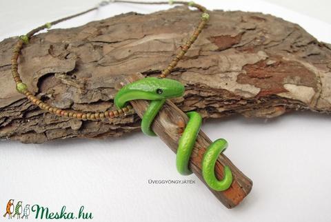 Tekeredő kígyó  -  nyaklánc medállal (uveggyongyjatek) - Meska.hu