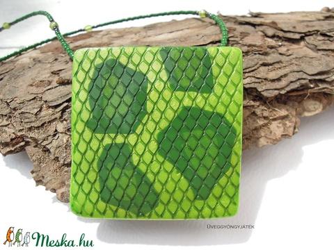 Zöld anakonda  -  nyaklánc medállal, kígyóbőr mintás medál (uveggyongyjatek) - Meska.hu