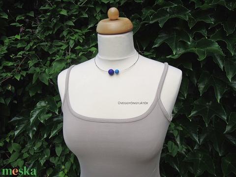 Kék gömb  -  minimál nyaklánc, rövid nyaklánc (uveggyongyjatek) - Meska.hu