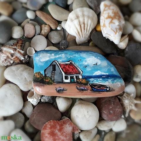 Kézzel festett kavics - tengerparti ház - Meska.hu