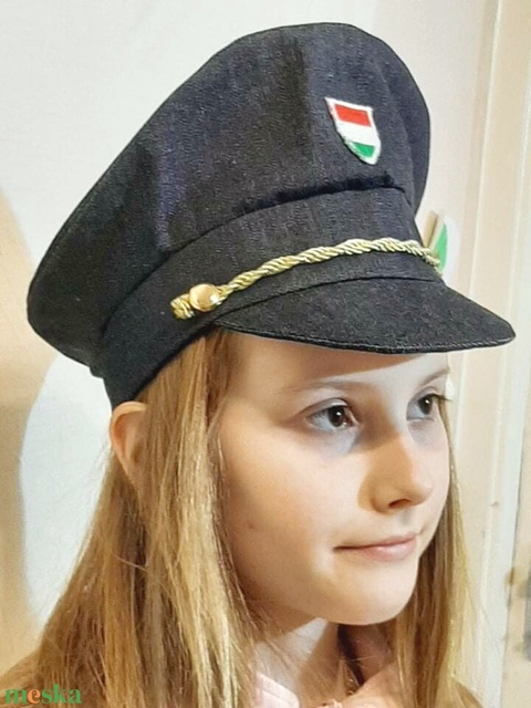 Rendőr sapka (Varazsvarras) - Meska.hu
