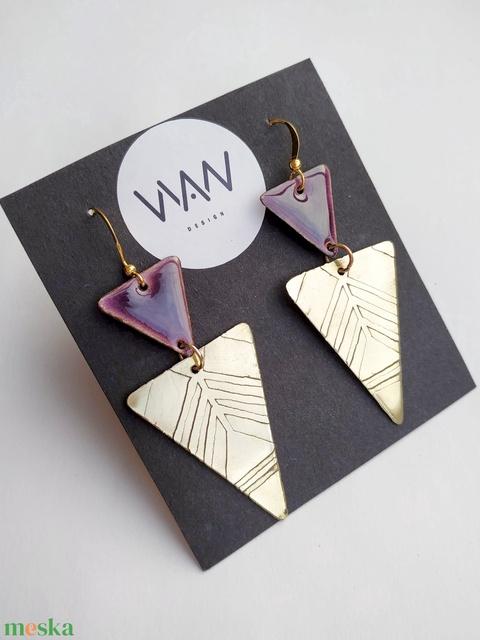 Tűzzománc - sárgaréz fülbevaló - lila - arany színek - lila fülbevaló - háromszög fülbevaló - Meska.hu