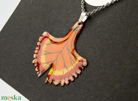 Gingko biloba tűzzománc medál díszdobozban - ezüst narancs színek - gingko nyaklánc - levél gingko biloba - nemesacél (VIANdesign) - Meska.hu