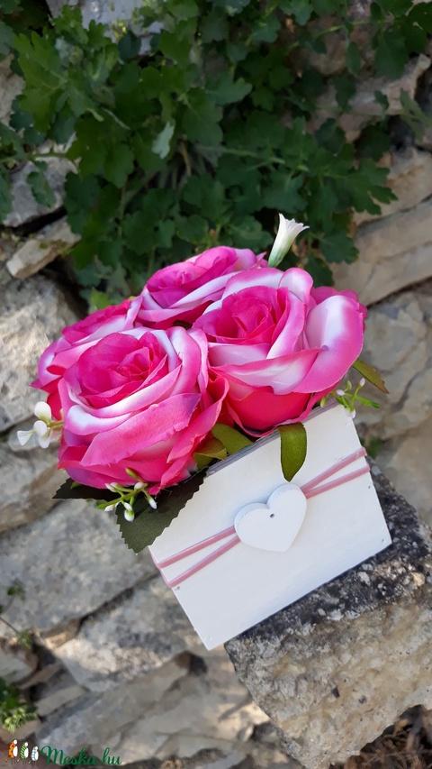 Rózsabox vintage rózsaszín selyem virágokkal (vintageajandek) - Meska.hu