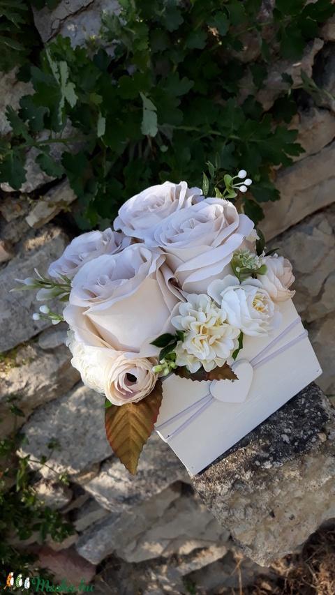 Rózsabox vintage cappucinó színű selyem virágokkal (vintageajandek) - Meska.hu