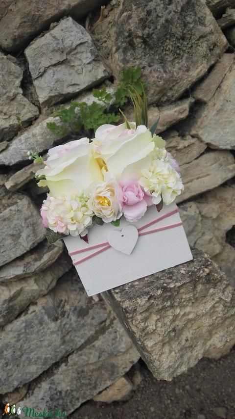Rózsabox fa dobozban vintage bézs-rózsaszín pasztell árnyalatokkal (vintageajandek) - Meska.hu