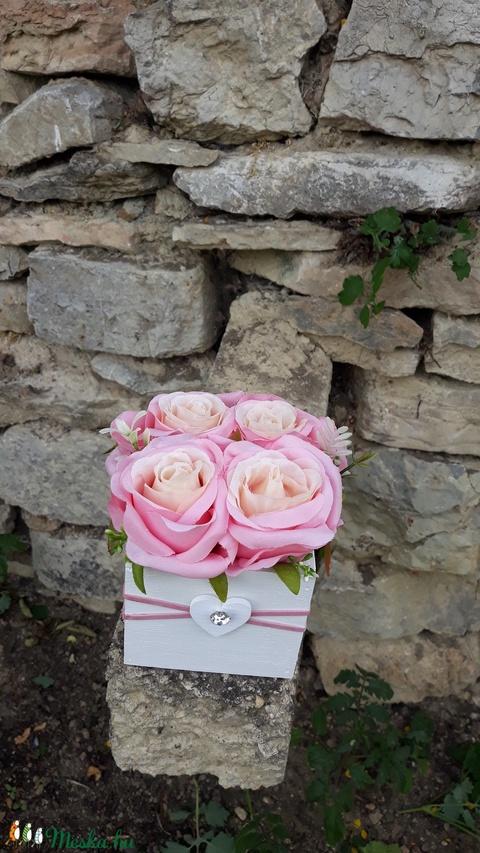 Rózsabox   fa dobozban vintage rózsaszín selyem virágokkal (vintageajandek) - Meska.hu
