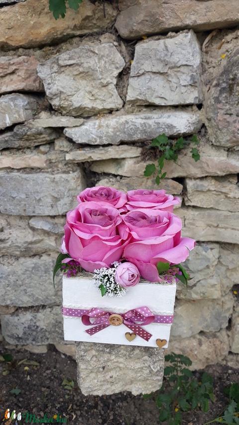 Rózsabox fa dobozban vintage mályva virágokkal (vintageajandek) - Meska.hu