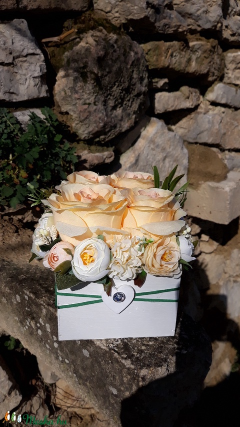 Rózsabox fa dobozban vintage barack-púder pasztell árnyalatokkal (vintageajandek) - Meska.hu