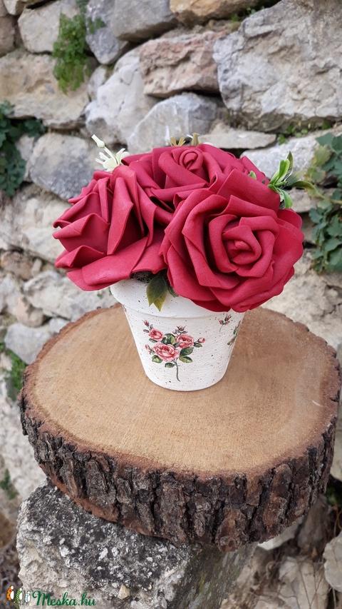 Rózsabox  mályva rózsákkal vintage cserép kaspóban (vintageajandek) - Meska.hu