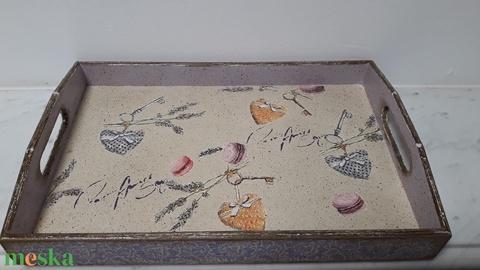Vintage stílusú levendula-macaron mintás tálca fából (vintageajandek) - Meska.hu