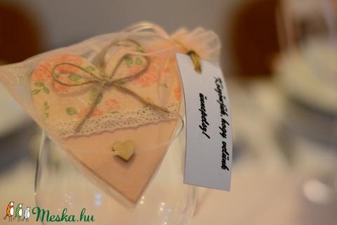 Vintage stílúsú esküvői köszönetajándék fából (vintageajandek) - Meska.hu