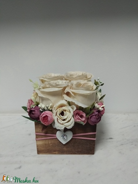 Rózsabox fa dobozban vintage cappucino-mályva pasztell árnyalatokkal (vintageajandek) - Meska.hu