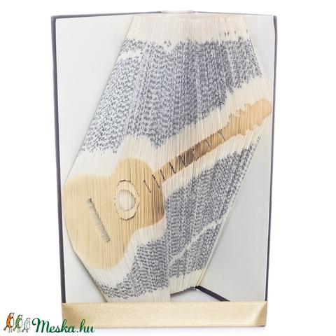 Gitár alakú könyvszobor, Zenetanár ajándék, Zenész, Énekes, Énektanár, Szolfézs, Zene, Művészet E833 (Wolfabric) - Meska.hu
