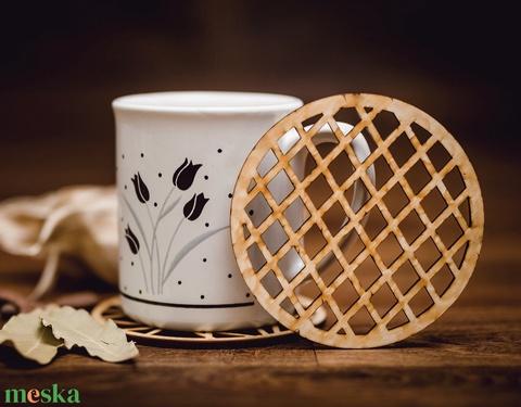 Szabályos rács mintájú lézervágott fa poháralátét - kávénak - teának - A006 - Meska.hu