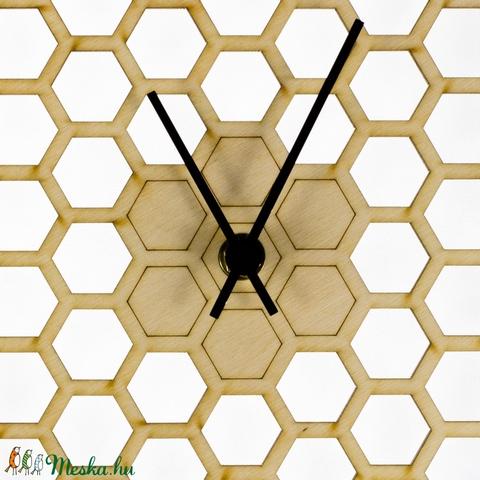 Méhész falióra - számok nélkül - különleges forma - férfiaknak - Modern - Minimal - Hatszög - Méhsejt óra - Meska.hu