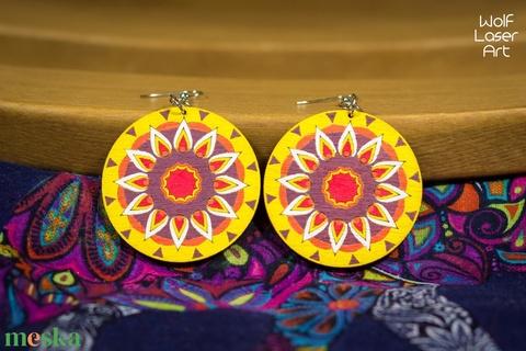 Tűzvirág mandala fa ékszer - virágos - fülbevaló - lézervágott - natúr ékszer - spirituális - felnőtt színező - relax - Meska.hu