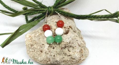Nemzeti színű kokárda fülbevaló ásvány gyöngyökből beakasztós fülbevaló alappal (YvonneDesign) - Meska.hu