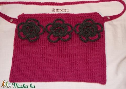 Pink-grafitszürke kötött táska horgolt virágokkal - Meska.hu