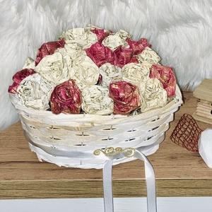 """""""Álomkosár"""" esküvői névnapi ajándék papírvirág fonott kosár , Esküvő, Dekoráció, Papírművészet, Fonott, fehér, szív alakú kosár, szár nélküli, összeragasztott vastag krepp virágokkal. A papír a hu..., Meska"""