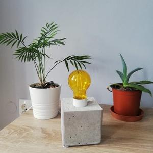 Cube - design beton asztali lámpa, Asztali lámpa, Lámpa, Otthon & Lakás, Mindenmás, Letisztult stílus kedvelőinek. A betonból készült tárgyak, egyre nagyobb gyakorisággal fordulnak elő..., Meska