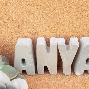 Anya felirat - Betűk betonból , Otthon & Lakás, Dekoráció, Betű & Név, Kedves családtagjaink nevét vagy számunkra kedves szavakat kirakhatunk betűkből.   A beton rendkívül..., Meska