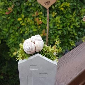 Boldogság van! - Házikó kaspó betonból , Otthon & Lakás, Tárolás & Rendszerezés, Íróasztali tároló, Boldogság van! - Házikó kaspó betonból- írószertartónak is használható     A házikó forma a családra..., Meska