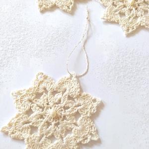 Horgolt Hópehely- Gyönggyel- Karácsonyra- 5 db-os szett, Otthon & Lakás, Karácsony & Mikulás, Karácsonyfadísz, Horgolás, Karácsony közeledtével érdemes időben beszerezni az ajándékokat, és egy kézzel horgolt karácsonyfadí..., Meska
