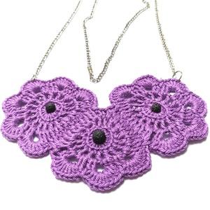 Ibolya- Lila Virágmintás Horgolt Nyaklánc, Ékszer, Nyaklánc, Hosszú nyaklánc, Horgolás, Gyöngyfűzés, gyöngyhímzés, Egy kellemes tavaszi, nyári kiegészítő.\nIbolya lila színű pamutfonalból horgoltam ezt a virágmintás,..., Meska