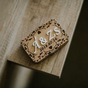 Gyűrűtartó doboz, Esküvő, Gyűrűpárna, Nászajándék, Szerelmeseknek, Ünnepi dekoráció, Dekoráció, Otthon & lakás, Famegmunkálás, Gravírozás, pirográfia, Egyedi gyűrűtartó doboz, amin az esküvő dátuma és az Ifjú Pár nevének kezdőbetűi találhatóak 3D-s ha..., Meska