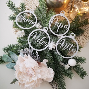 Karácsonyfadísz - Gömb egyedi névvel, Karácsony & Mikulás, Karácsonyfadísz, Famegmunkálás, Gravírozás, pirográfia, Egyszerű, letisztult, elegáns. Ezek a szavak ihlettek minket az itt látható termékek megtervezése so..., Meska