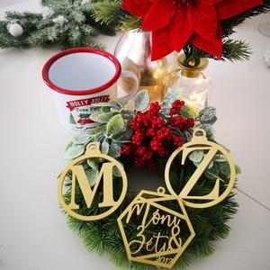 Karácsonyfadísz - gömb - egyedi kezdőbetűvel, Karácsony & Mikulás, Karácsonyfadísz, Gravírozás, pirográfia, Famegmunkálás, Egyszerű, mégis egyedi karácsonyfadíszre vágysz? Akkor ez a letisztult, kezdőbetűitekkel ellátott fa..., Meska