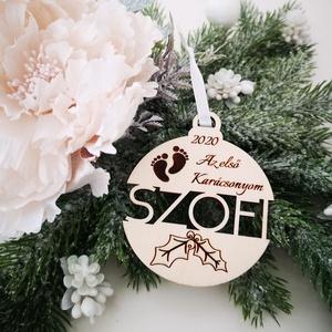 Karácsonyfadísz - gömb - a baba első karácsonya, Karácsony & Mikulás, Karácsonyfadísz, Egy kisbaba első karácsonya igazán különleges. Bár számára még csak egy olyan nap, amikor anya és ap..., Meska