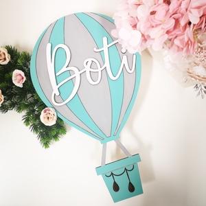 Hőlégballon - baba tábla, Otthon & Lakás, Dekoráció, Betű & Név, Gravírozás, pirográfia, Famegmunkálás, Minden kisgyermekben ott rejlik egy igazi kalandor, aki alig várja, hogy neki vágjon a világnak és f..., Meska