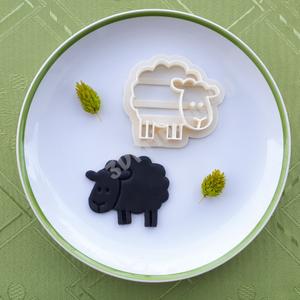 Bari Bárány sütikiszúró keksz mézeskalács linzer süteménykiszúró süteményszaggató 3D nyomtatás juh húsvét kiszúró forma, Sütikiszúró, Konyhafelszerelés, Otthon & Lakás, Fotó, grafika, rajz, illusztráció, Mézeskalácssütés, Bari Bárány igazán kezes jószág, segítségével szelíd báránykákat varázsolhatsz az asztalra.\nA bárány..., Meska