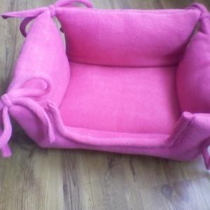 Pink kutya/cica fekhely, Állatfelszerelések, Kutyafelszerelés, Macska kellékek, Varrás, Pink színű kutya/cica fekhely. Fekvő felülete:26*36 cm Különleges színével egyedivé varázsolja a he..., Meska