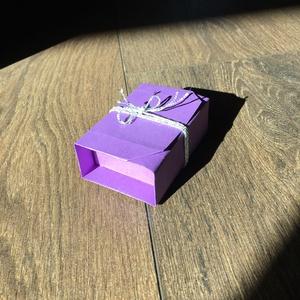 Színes origami ajándékdobozka, Dekoráció, Otthon & lakás, Lakberendezés, Esküvő, Meghívó, ültetőkártya, köszönőajándék, Papírművészet, Tradícionális egylapos, ragasztás nélkül készült origami ajándékdobozka, ami önmagában is zárul, a m..., Meska